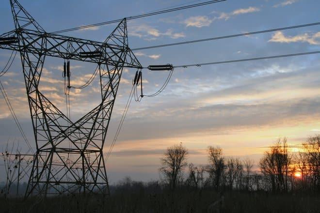 Esta es una pregunta que muchos se hacen actualmente y es que con el nuevo modelo de facturación por horas es necesario ajustar los hábitos de consumo para poder gastar menos electricidad.