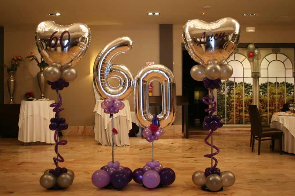 fiesta de cumpleanos con globos de numero 60