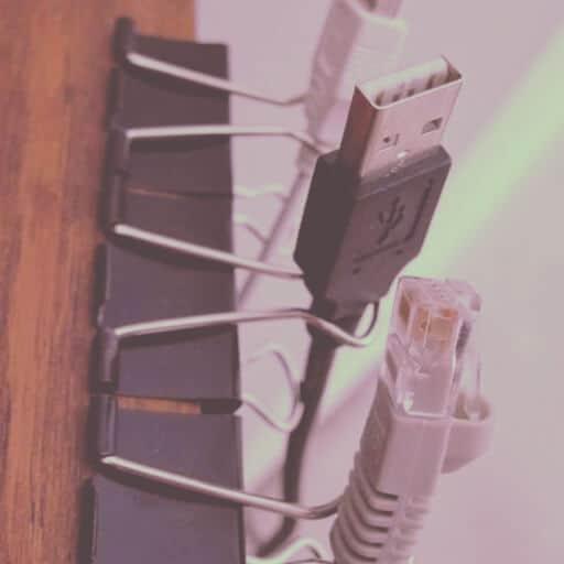 ordenar cables clips